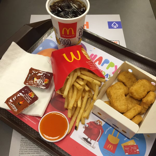 Photo taken at McDonald's (แมคโดนัลด์) by Mac K. on 11/12/2015