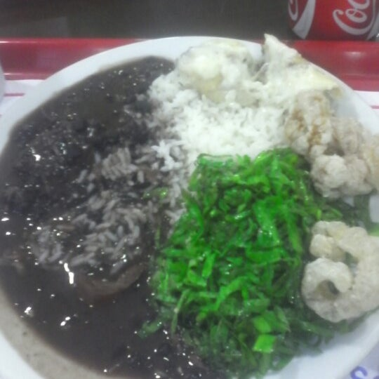 Photo taken at Restaurante Makro by Marcos H. on 1/26/2013