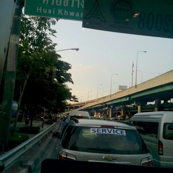 Photo taken at แยกสุทธิสาร (Sutthisan Intersection) by A Narak N. on 6/28/2013