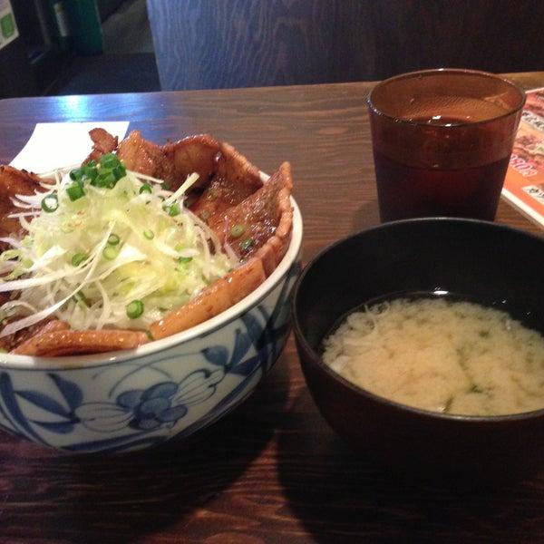 Photo taken at 日本橋 紅とん 池袋ビックリガード店 by Hiroshi S. on 4/30/2013