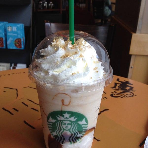 Photo taken at Starbucks by Jinny_Pb on 5/8/2016