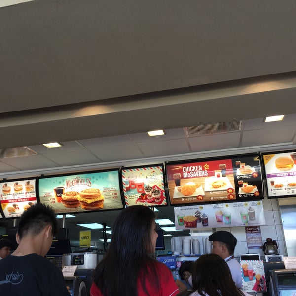Photo taken at McDonald's by Dennis Paul on 2/6/2016