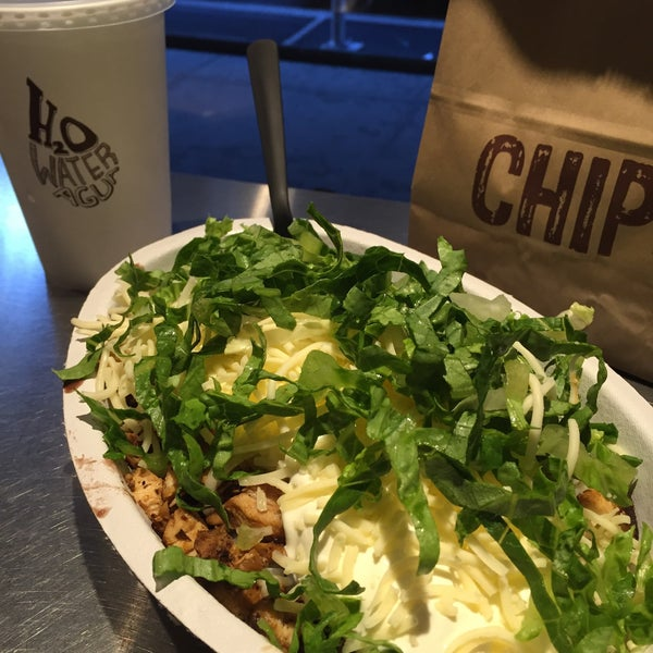 Photo taken at Chipotle Mexican Grill by Ryan T. on 12/10/2015
