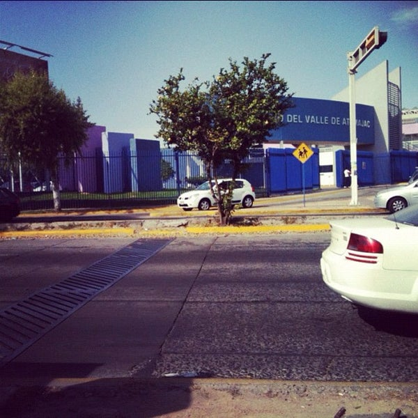 Photo taken at Universidad del Valle de Atemajac (UNIVA) by Aralé M. on 12/10/2012
