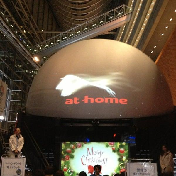 Photo taken at 東京国際フォーラム ガラス棟 by コンユウ on 12/25/2012