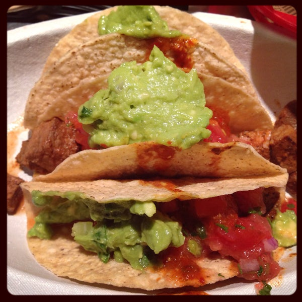 Photo taken at Chipotle Mexican Grill by Aline H. on 2/23/2015