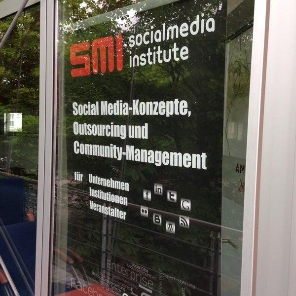 Das Foto wurde bei SMI SocialMedia Institute - Creative-Office von Lars K. am 6/3/2013 aufgenommen