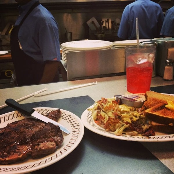 Photo taken at Waffle House by Desha R. on 6/21/2014