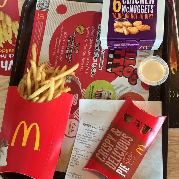 Photo taken at McDonald's (แมคโดนัลด์) by ffhyy on 11/2/2014