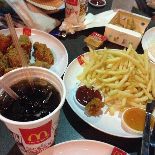 Photo taken at McDonald's by Rinrada T. on 3/10/2016