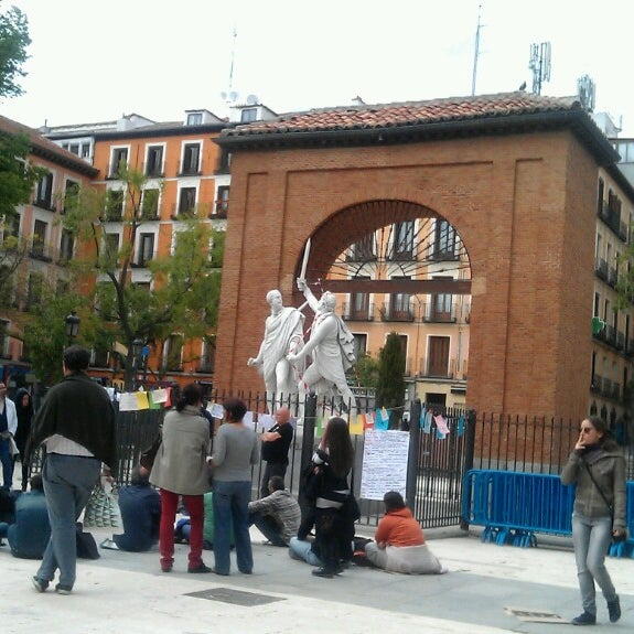 Photo taken at Plaza del Dos de Mayo by Hilda I. on 5/2/2013