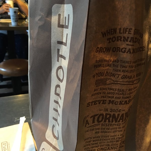 Photo taken at Chipotle Mexican Grill by Nora C. on 8/10/2016