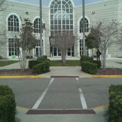 Photo taken at Florida State College at Jacksonville (Deerwood Center) by Gilbert F. on 2/5/2013