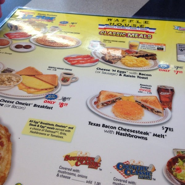 Photo taken at Waffle House by Miguel G. on 11/23/2014