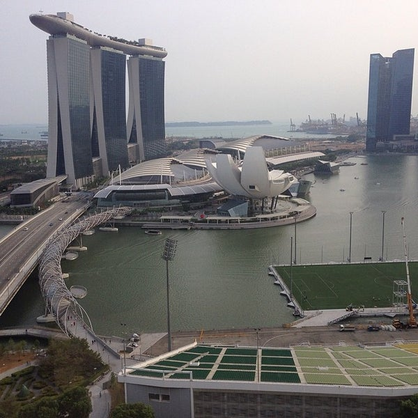 Photo taken at The Ritz-Carlton, Millenia Singapore by Stanislav M. on 3/4/2014