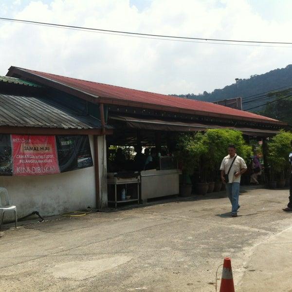 Photo taken at Restoran Sambal Hijau by Alhafiz H. on 3/12/2013