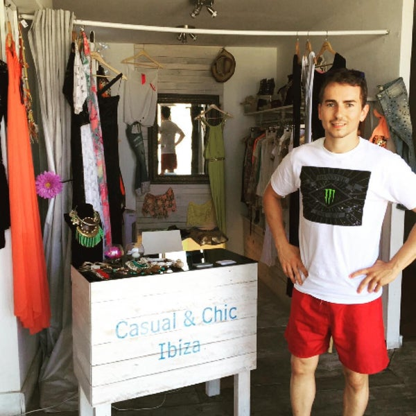 Photo taken at Casual & Chic by Juanma G. on 7/15/2015