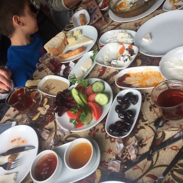 Photo taken at Yavuz'un Yeri by Bilal G. on 12/4/2016