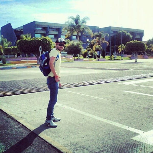 Photo taken at Universidad del Valle de Atemajac (UNIVA) by Mariano C. on 2/13/2013