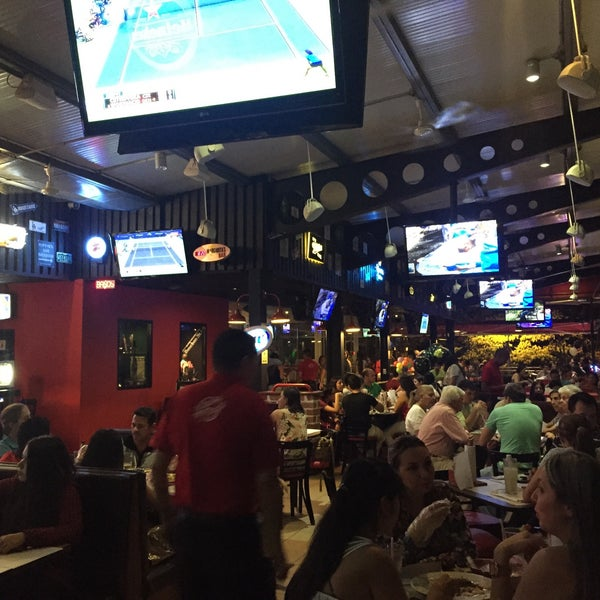 Photo taken at Mister Wings by Juan G. on 9/4/2015