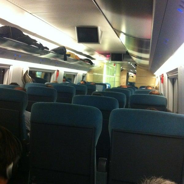 Hoy nos han liado Renfe. Anuncian un anden y el tren esta en otro, casi nos quedamos en tierra.