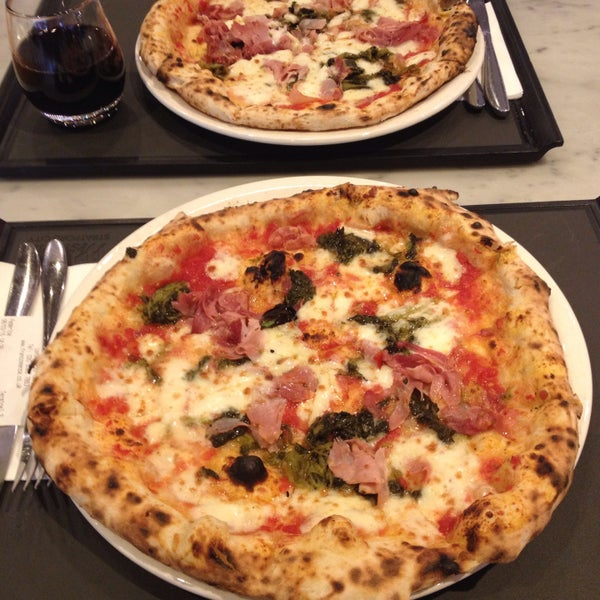 Photo taken at Franco Manca by Winnie M. on 3/8/2015