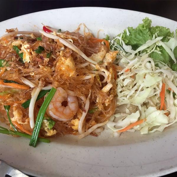Photo taken at Soul Thai Restaurant by Shaun Low 刘. on 10/3/2015