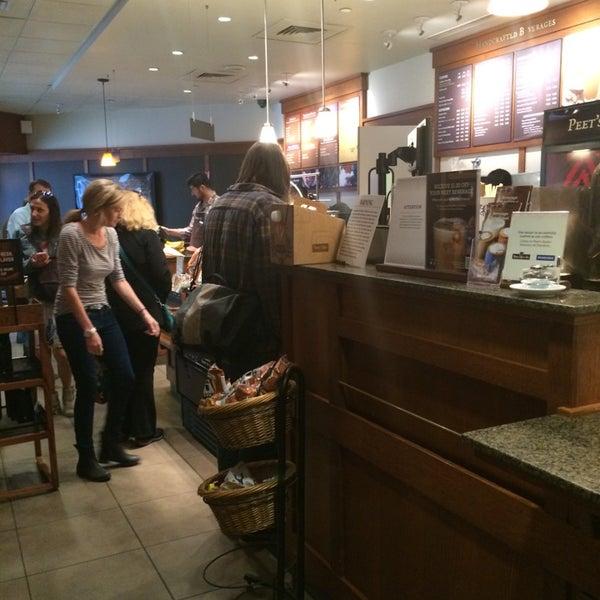 Photo taken at Peet's Coffee & Tea by Keoni F. on 7/29/2014