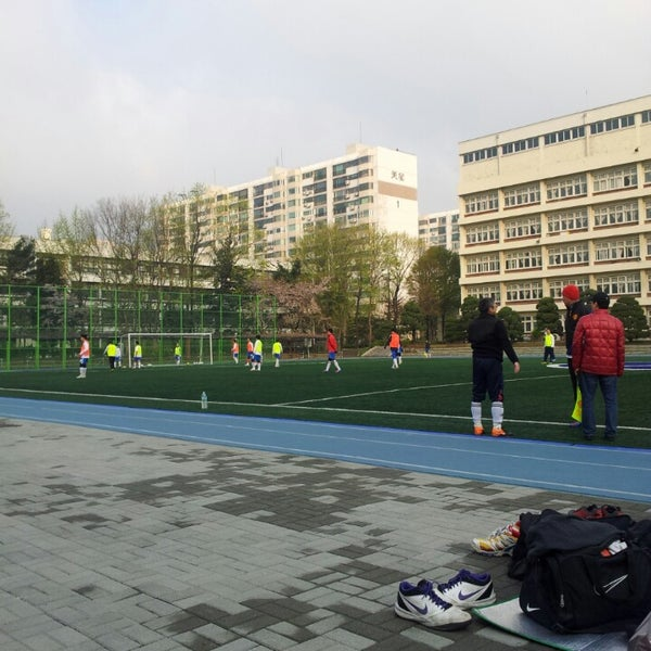 Photo taken at 현대고등학교 by Hoony C. on 4/20/2013