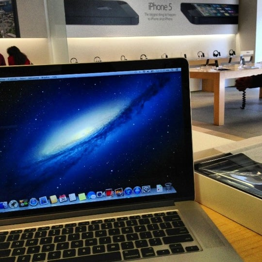 Photo taken at Apple Store, La Cantera by Brandon on 10/30/2012