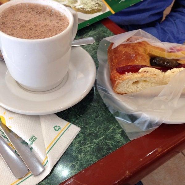 Los bisquets bisquets obreg n restaurante mexicano for Los azulejos restaurante mexicano