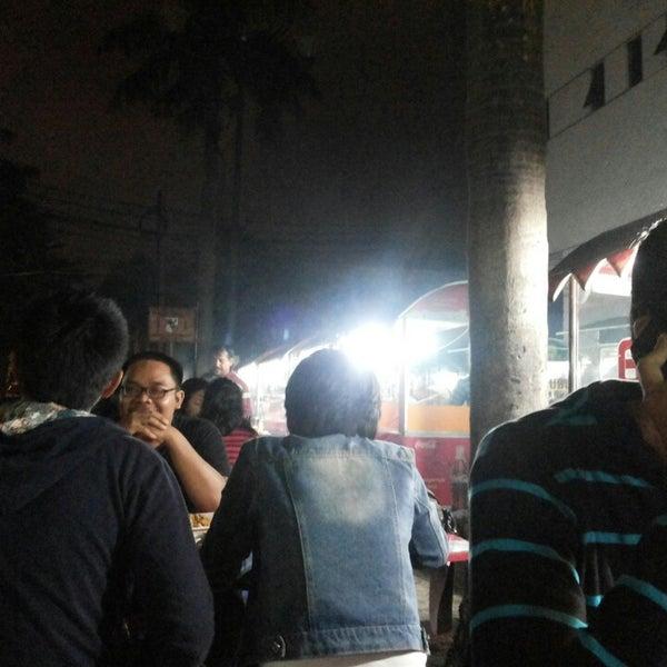 Photo taken at Pusat Jajanan Menteng by Wahyu FP on 1/25/2014