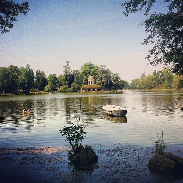 Photo taken at Lac Daumesnil by Ivan G. on 7/18/2013