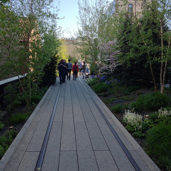 Photo taken at High Line 10th Ave Amphitheatre by I B. on 5/1/2013
