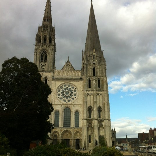 Photo taken at Cathédrale Notre-Dame de Chartres by Sanae W. on 9/13/2012