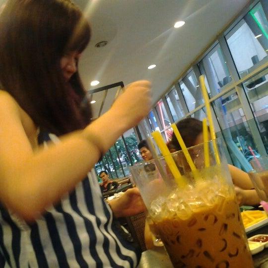 Photo taken at Wong Kok Char Chan Teng (旺角茶餐厅) by Jooe J. on 8/25/2012