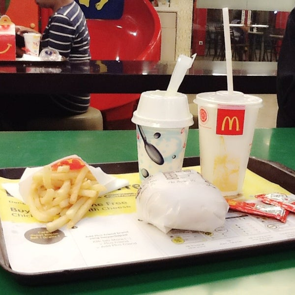 Photo taken at McDonald's by Yun Gi P. on 6/12/2014