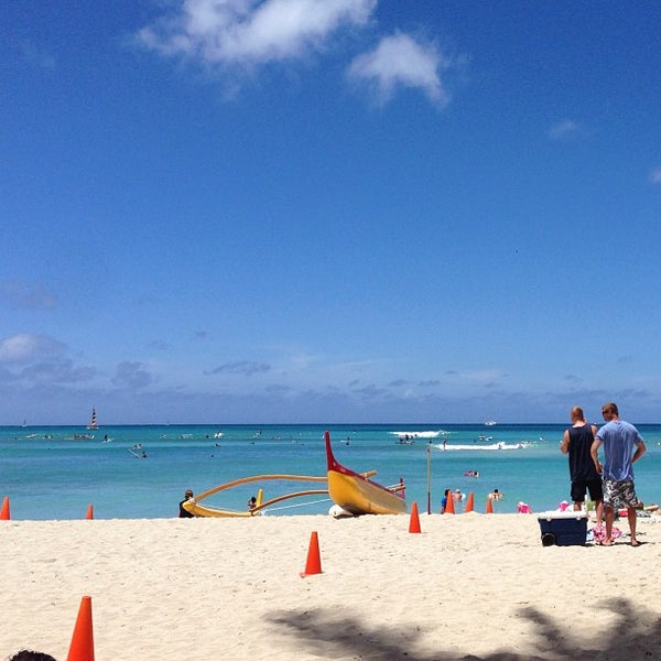 Photo taken at Duke's Waikiki by Melissa C. on 6/13/2013