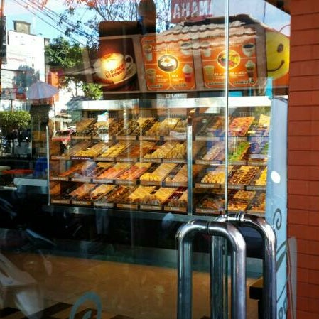 Photo taken at Dunkin' Donuts by Gomgom P. on 5/21/2014