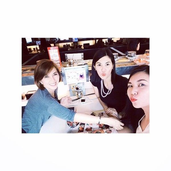Photo taken at Sakae Sushi by ƧυᎶar® on 8/23/2014