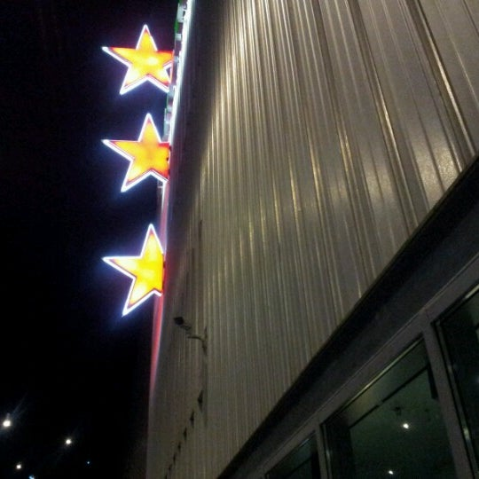 Photo taken at Heineken Music Hall by Adrie H. on 12/4/2012