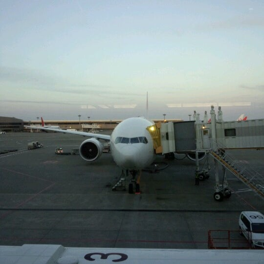 Photo taken at Departure Hall - NRT Terminal 2 by Yo 鐵. on 11/4/2012