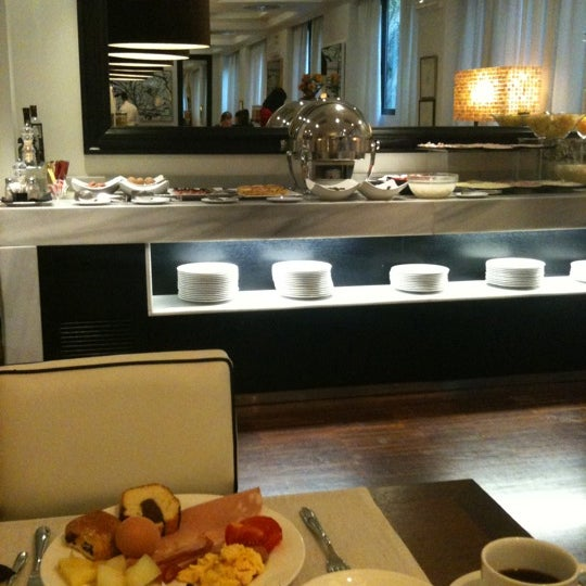 Photo taken at Pulitzer Hotel Rome by 은동 이. on 10/9/2011