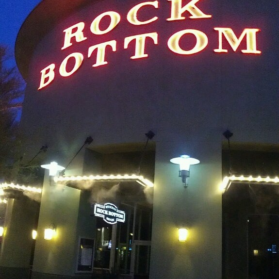 Photo taken at Rock Bottom Restaurant & Brewery by Donna P. on 5/30/2013
