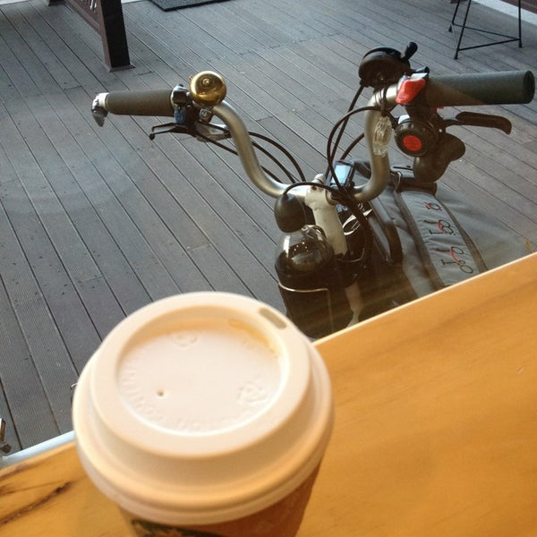 Photo taken at Starbucks by charlie K. on 1/3/2014