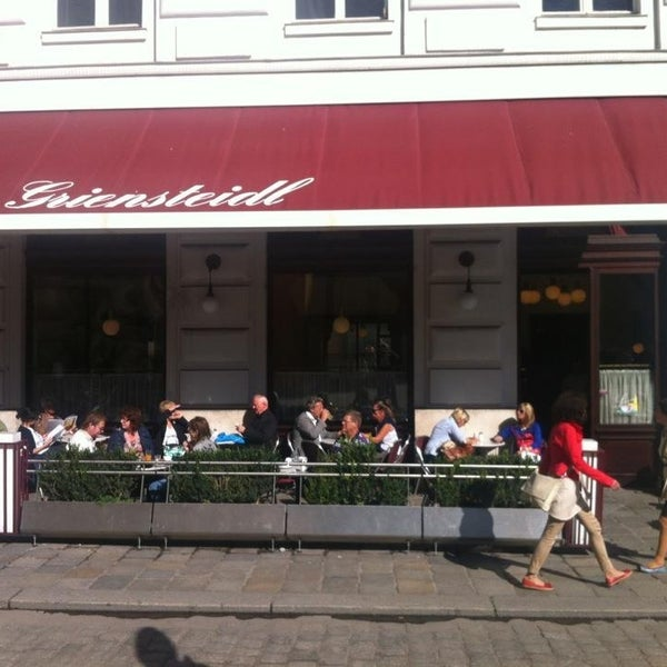 Photo taken at Cafe-Restaurant Griensteidl by Boris Y. on 7/8/2014
