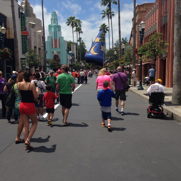 Photo taken at Disney's Hollywood Studios by Leticia T. on 4/19/2014