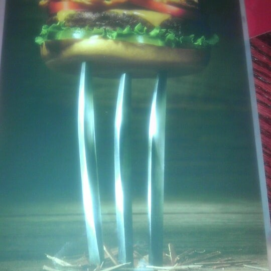 Photo taken at Red Robin Gourmet Burgers by Lance R. on 7/30/2013