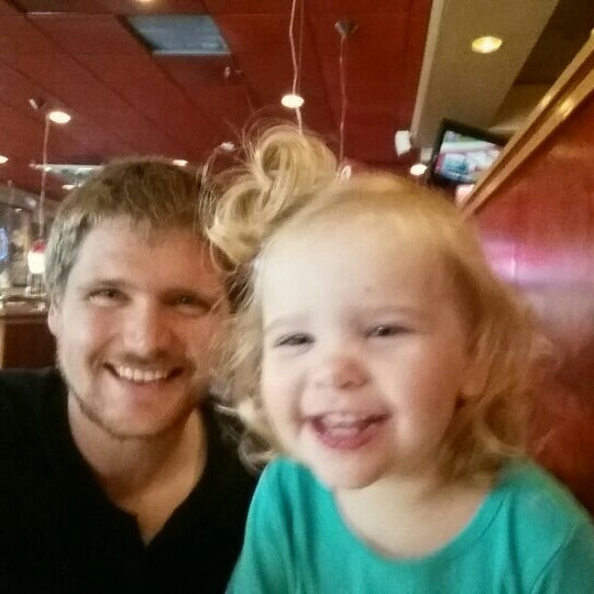 Photo taken at Red Robin Gourmet Burgers by Nick S. on 10/3/2015