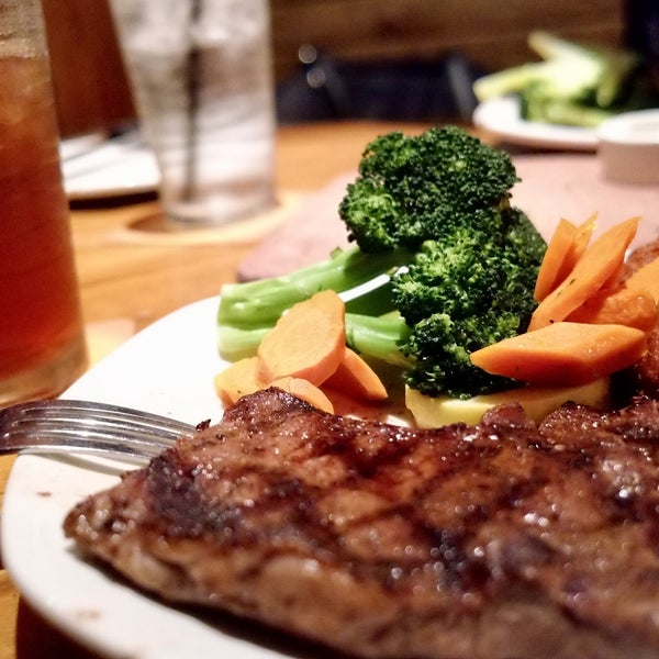 Photo taken at Outback Steakhouse by Phi D. on 10/30/2016
